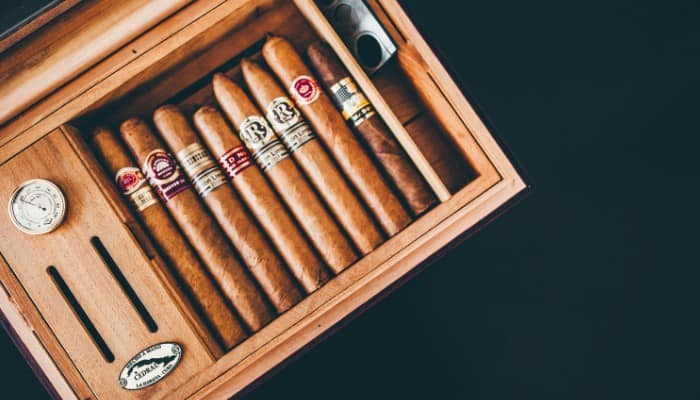 How to store cigars with a humidor