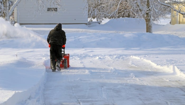 Snow blower for driveway