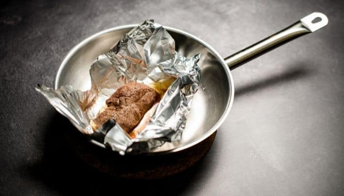 Can you use foil in frying pans?