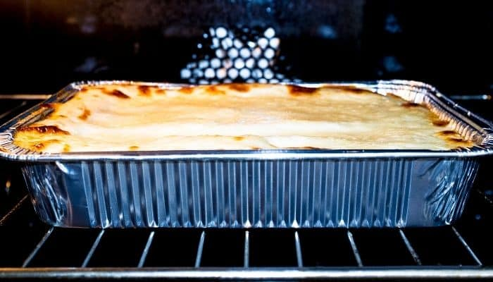 Can you use foil in the oven?